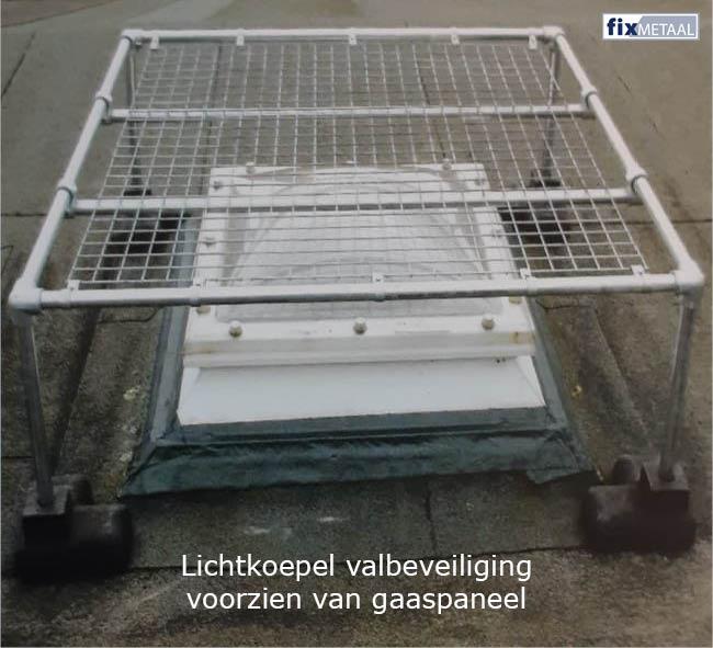 Valbeveiliging dakkoepel met gaaspaneel